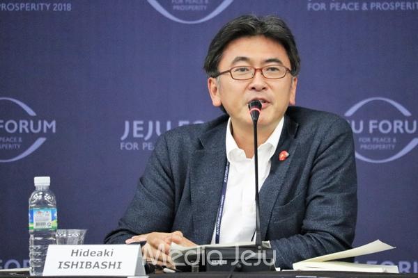 4.3 50주년을 기해 처음으로 시작된 일본에서의 4.3 추모 행사를 기사화했던 아사히 신문의 이시바시 히데아키 기자가 28일 제주포럼 4.3 세션에서 주제발표를 하고 있다. ⓒ 미디어제주